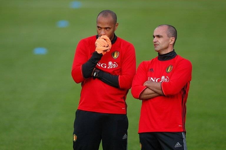 Belgium's assistant coach Thierry Henry (L) talks to Belgium's head coach Roberto Martinez during a training session in Tubize on October 3, 2016, ahead of a World Cup 2018 qualification game against Bosnia and Herzegovina on October 7. / AFP PHOTO / BELGA / BRUNO FAHY / Belgium OUT