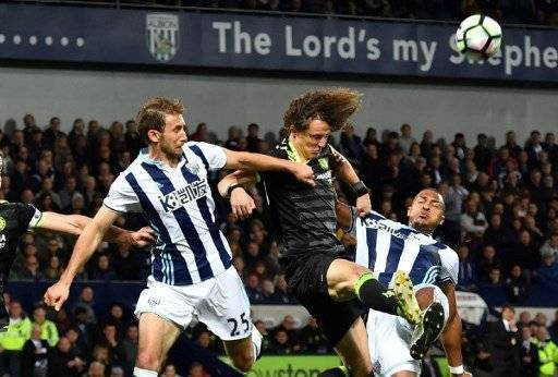 Chelsea's Brazilian defender David Luiz (C) clears the ball during the English Premier League match between West Bromwich Albion and Chelsea at The Hawthorns stadium in West Bromwich, west Midlands on May 12, 2017. / AFP PHOTO / Anthony Devlin