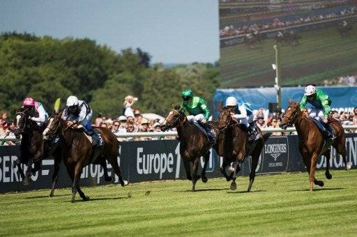 French jockey Stephane Pasquier (2nd L) rides his horse Senga as they lead the race of the Prix de Diane, a 2,100-meters flat horse race, on June 18, 2017 at the Chantilly hippodrome, north of Paris. / AFP PHOTO / Martin BUREAU