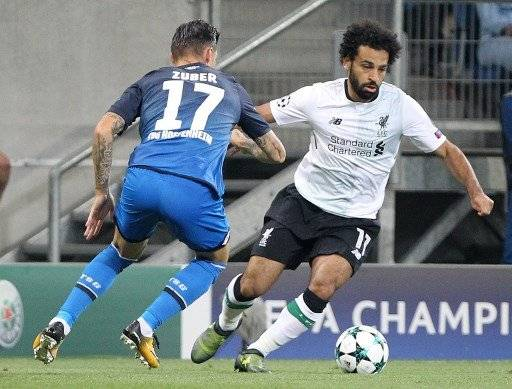 Hoffenheim's Swiss midfielder Steven Zuber (L) and Liverpool's forward Mohamed Salah vie for the ball during the Champions League football qualifier match TSG 1899 Hoffenheim vs Liverpool FC in Sinsheim, Germany, on August 15, 2017. / AFP PHOTO / Daniel ROLAND
