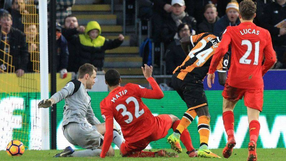 Hull City's Senegalese striker Oumar Niasse (2nd R) scores their second goal past Liverpool's Belgian goalkeeper Simon Mignolet (L) during the English Premier League football match between Hull City and Liverpool at the KCOM Stadium in Kingston upon Hull, north east England on February 4, 2017. Hull won the game 2-0. / AFP / Lindsey PARNABY / RESTRICTED TO EDITORIAL USE. No use with unauthorized audio, video, data, fixture lists, club/league logos or 'live' services. Online in-match use limited to 75 images, no video emulation. No use in betting, games or single club/league/player publications. / (Photo credit should read LINDSEY PARNABY/AFP/Getty Images)