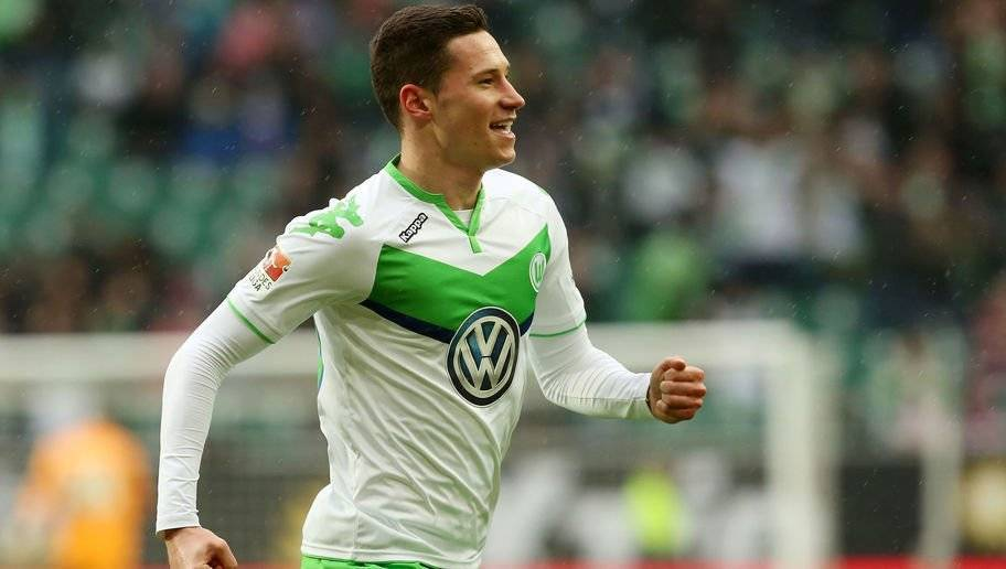 WOLFSBURG, GERMANY - MARCH 05: Julian Draxler of Wolfsburg jubilates after scoring the first goal during the Bundesliga match between VFL Wolfsburg and Borussia Moenchengladbach at Volkswagen Arena on March 5, 2016 in Wolfsburg, Germany. (Photo by Matthias Kern/Bongarts/Getty Images)