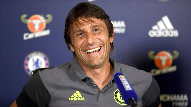 football-premier-league-chelsea-antonio-conte-smiling-eye-contact_3765518