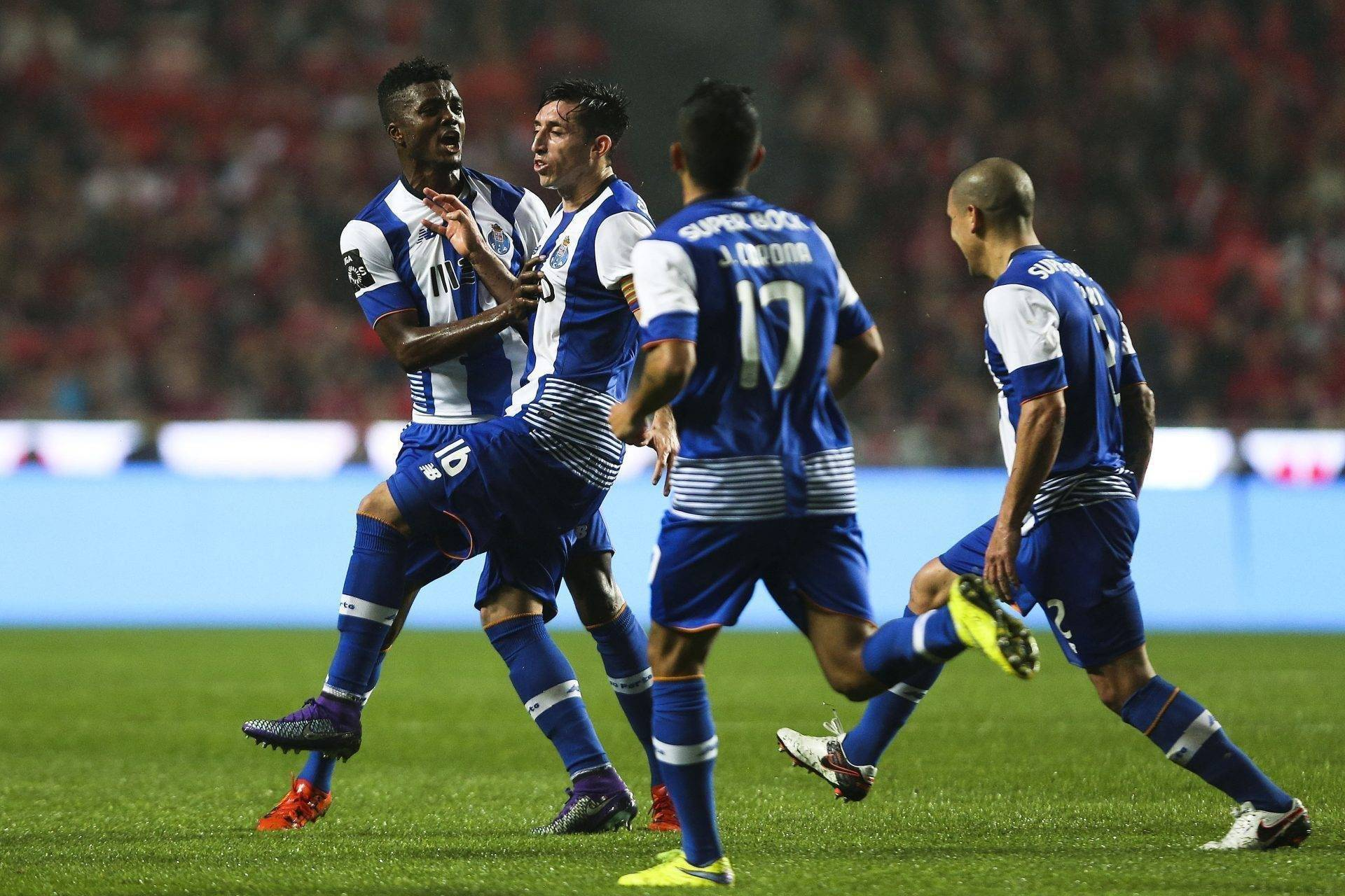 FC Porto`s Herrera (2L) celebrates the scoring of a goal against Benfica during their Portuguese First League soccer match at Luz Stadium, in Lisbon, Portugal, 12th February 2016. JOSE SENA GOULAO/LUSA